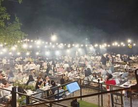더모스트 펜션 나이트 BBQ파티 야외에서 버스킹 공연과 함께하는 BBQ파티